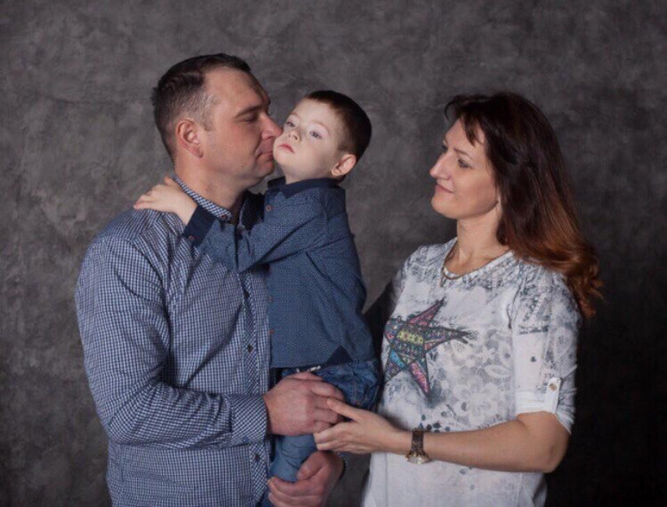 Супруги Бояркины и их солнечный Саша