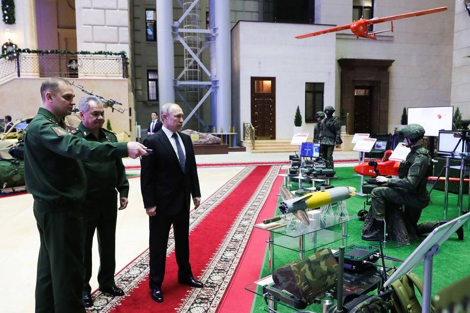 Владимиру Путину показали выставку новейшего и перспективного вооружения. Фото: Михаил Климентьев/ТАСС