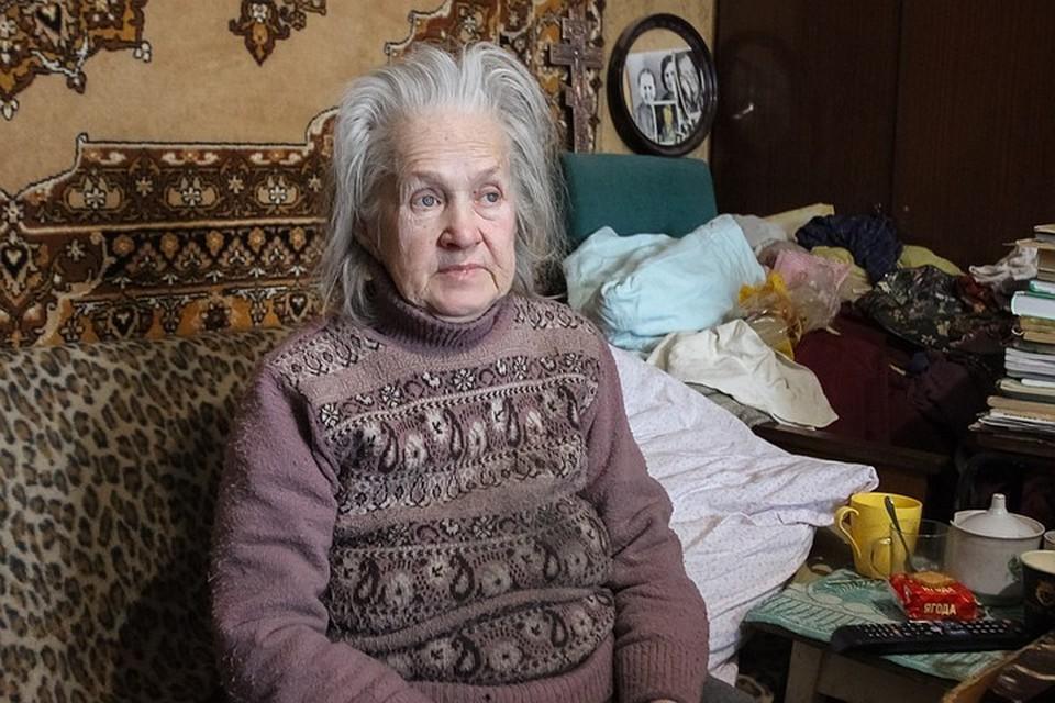 Теперь одинокой пенсионерке остается надеяться на помощь неравнодушных прихожан из церкви, которую она посещает да на собственные продуктовые запасы.