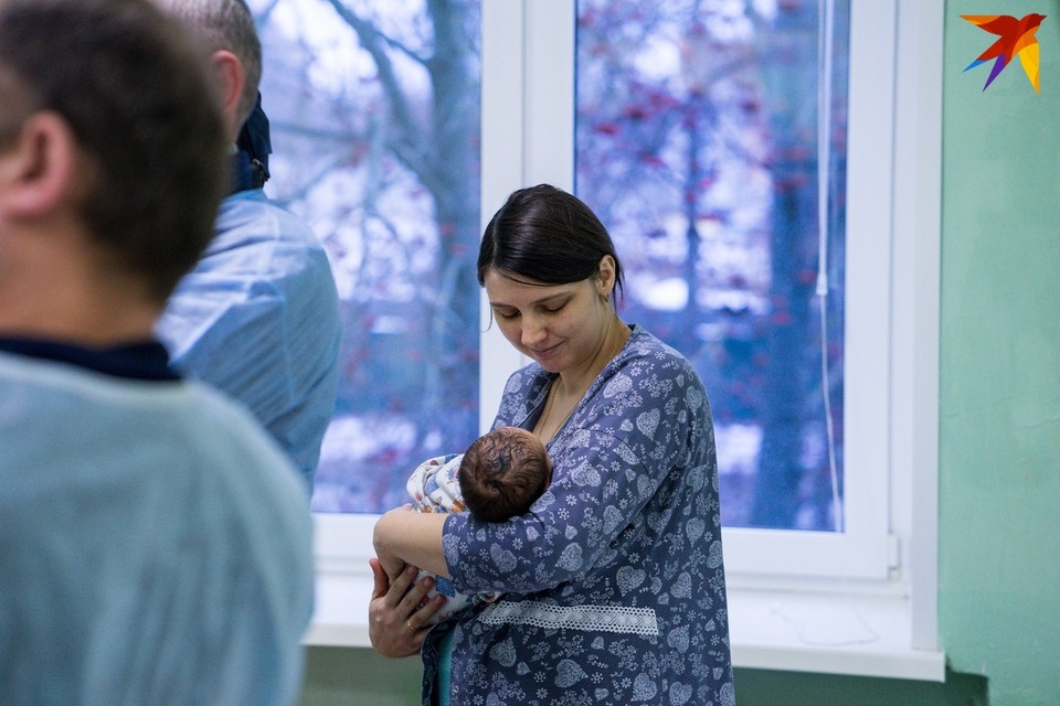 В городском роддоме поздравили новоиспеченных мам