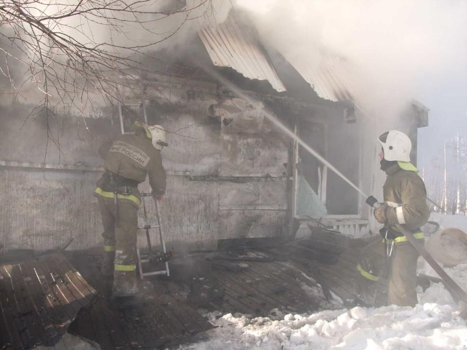 В Югре 7 января горели бани, бытовки и жилые дома. Фото: ГУ МЧС по ХМАО-Югре
