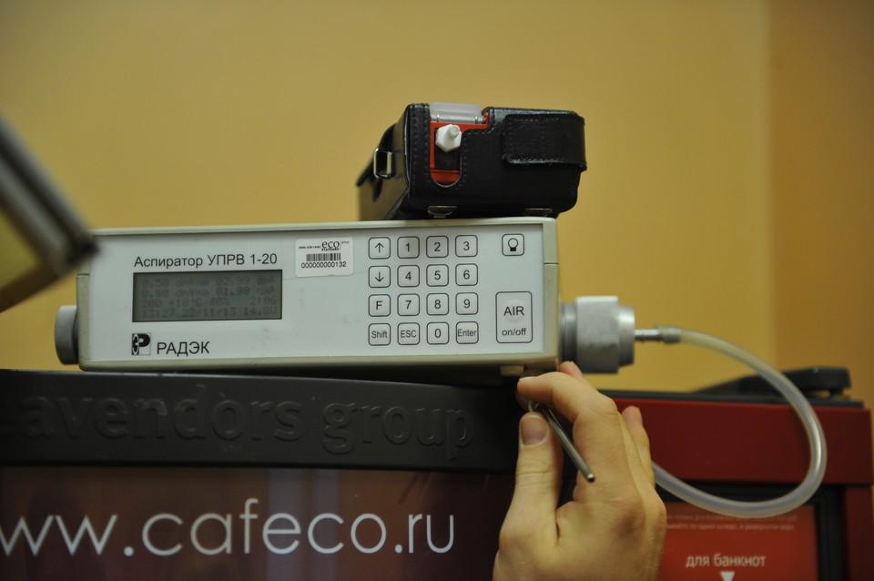 На снимке аспиратор УПРВ, предназначенный для проб воздуха и последующего лабораторного анализа