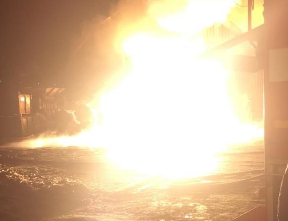 Ангар полностью выгорел Фото: МЧС по Московской области