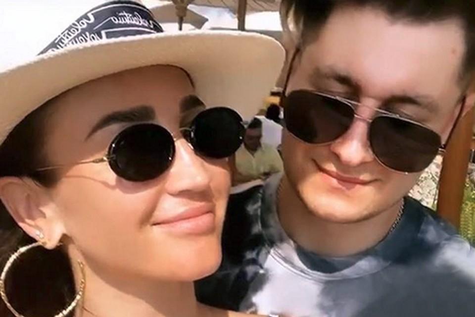 Фанаты певицы уверены: этот отпуск является для пары медовым месяцем