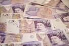 В Великобритании семейная пара шесть лет подбрасывала деньги пенсионерам из бедной деревни