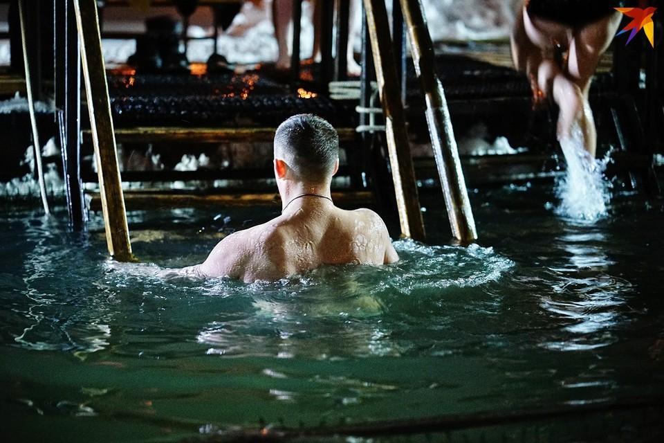 Купаясь на Крещение в ледяной иордани, не забывайте о безопасности!