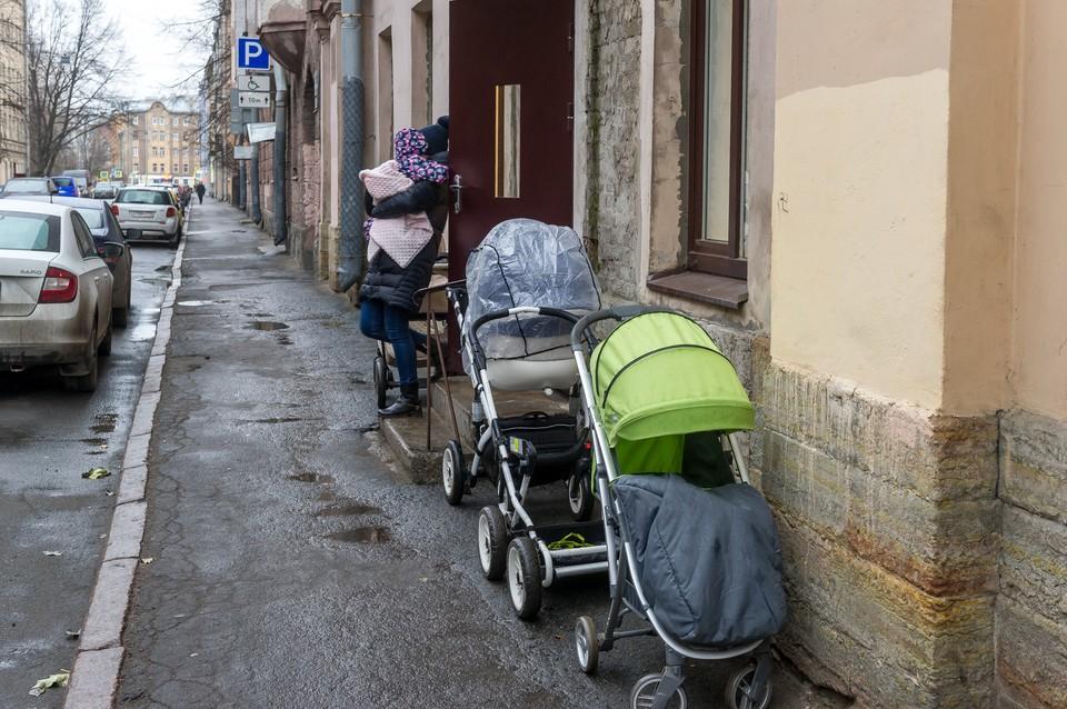 В Санкт-Петербурге могут продлить программу маткапитала - действовать она будет как минимум до 2026 года.