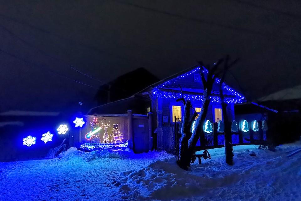 Жители и гости города с удовольствием приезжают посмотреть на фигуры. Фото: Антон МАМАЕВ