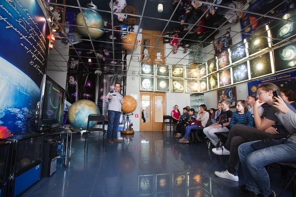 Юные астрономы проверили 200 комплектов снимков Фото: vg.mskobr.ru