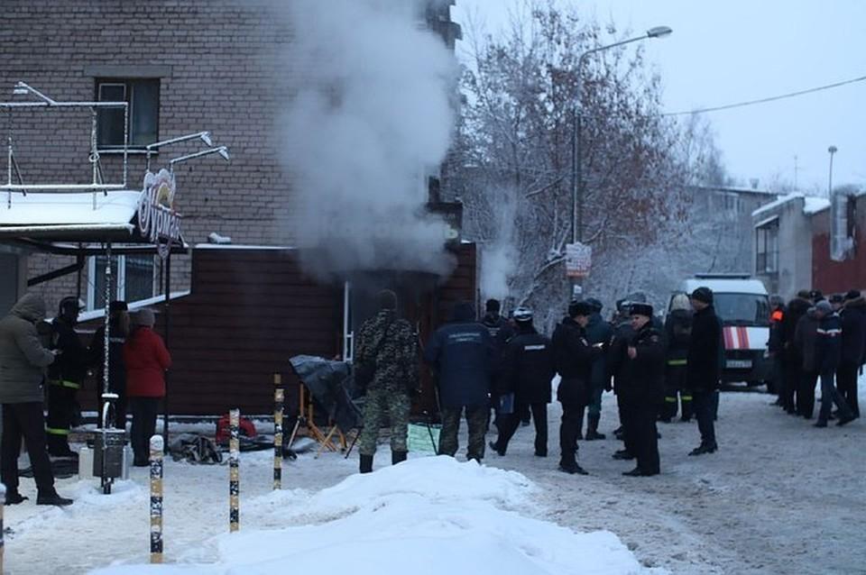 На месте ЧП до сих пор работают спасатели, медики и полицейские