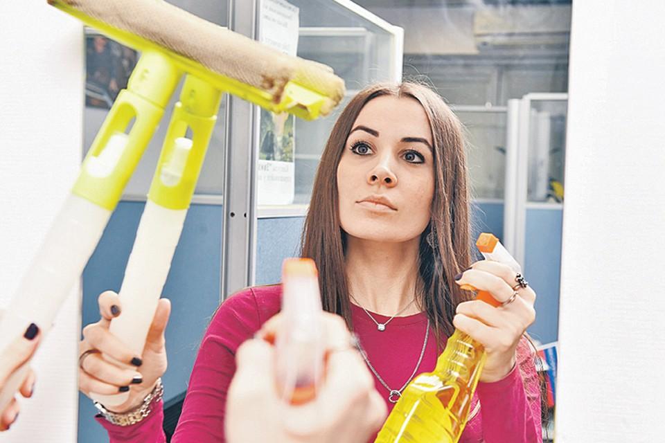Очиститель-антизапотеватель творит с зеркалами чудеса.