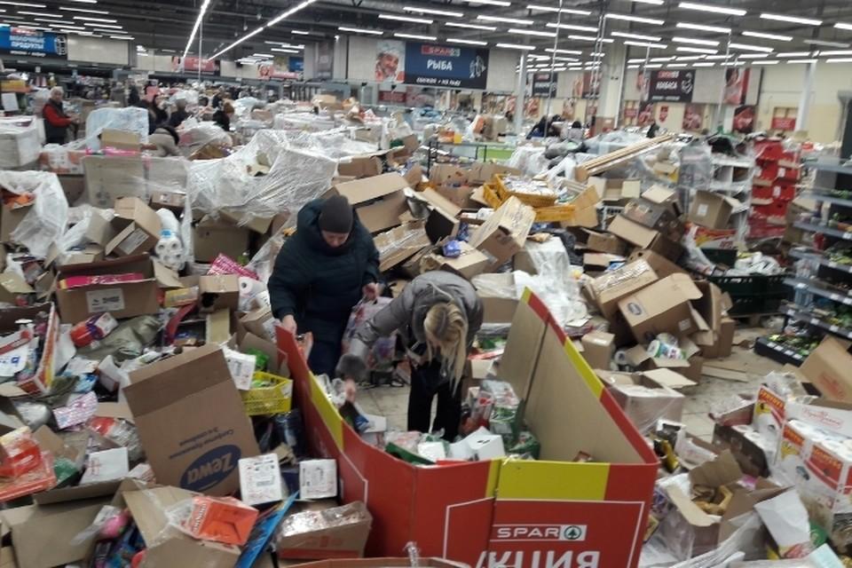 В Петербурге один из последних работающих магазинов Spar превратился в помойку. Фото: vk.com/detskoselsky_online