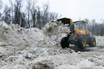 Как в Уфе справляются с последствиями снежного апокалипсиса и плавят лед?