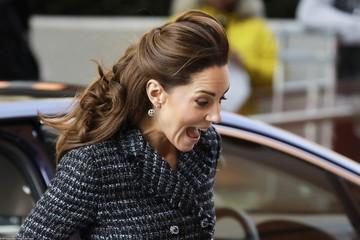 Кейт Миддлтон едва не оконфузилась из-за поднятой ветром юбки