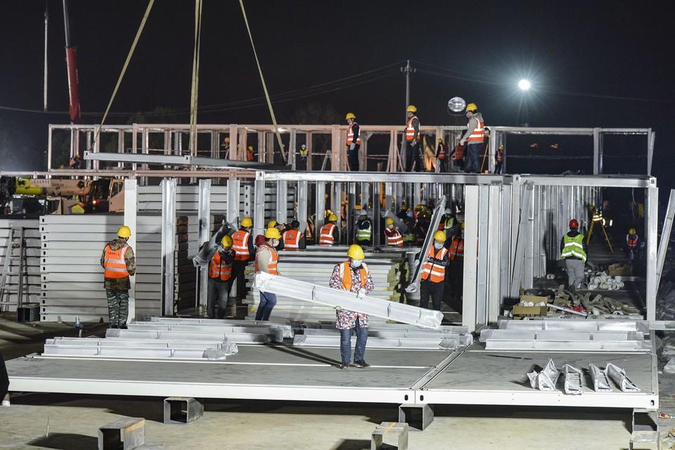 Неделю назад весь мир облетела новость о чудо-больнице Лейшеншань площадью 25 тысяч квадратных метров, которую построят в китайском Ухане специально для борьбы с новым заболеванием. Фото: EPA/ТАСС