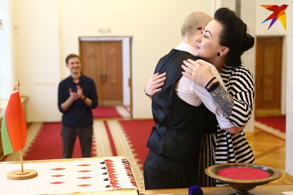 Во Дворце гражданских обрядов Мингорисполкома сделали исключение и в честь красивой даты открыли двери для влюбленных в выходной день.