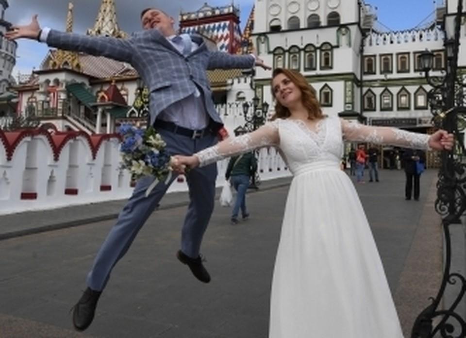 Брачующиеся готовы жениться на чужбине в счастливую дату