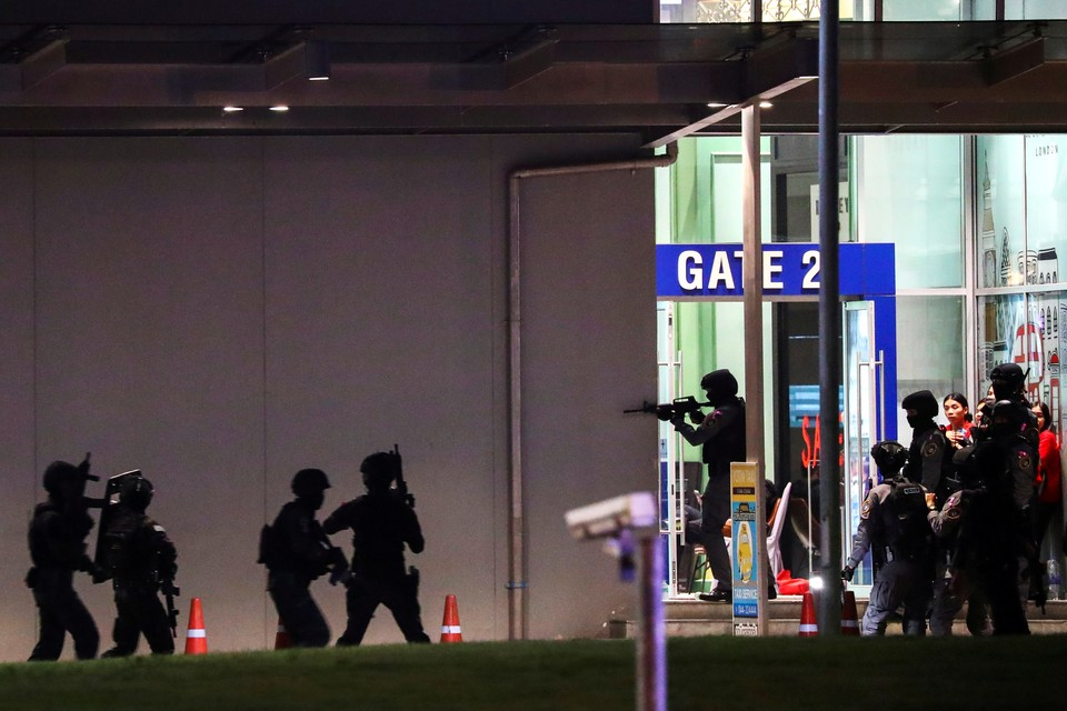 Солдат, устроивший перестрелку в ТЦ в Таиланде, устроил пожар в попытках сбежать