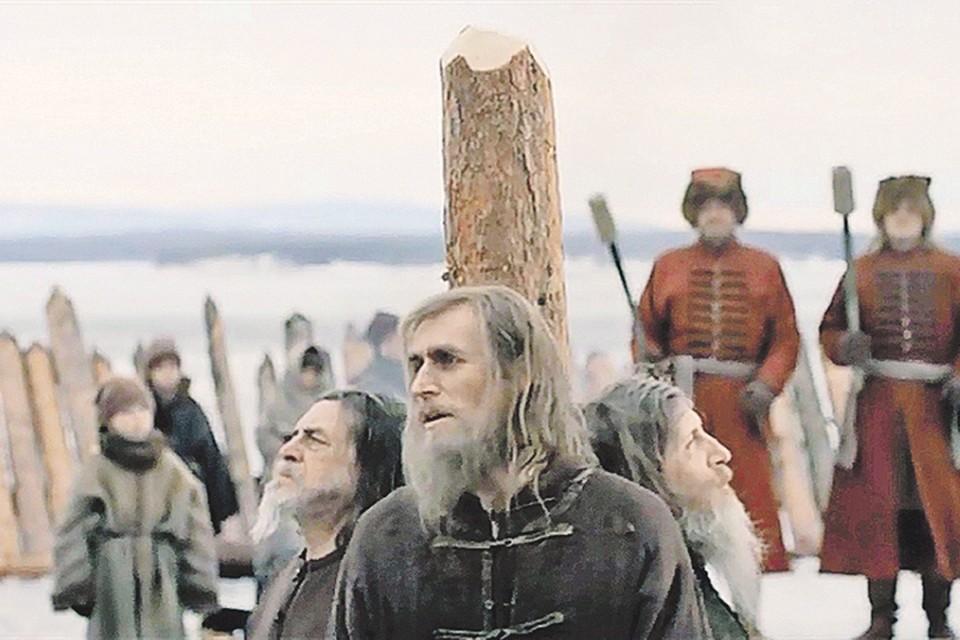 Сколь ни чести Аввакума (Александр Коротков) с кафедр, а он посвятей многих признанных святых. Фото: Кадр из фильма