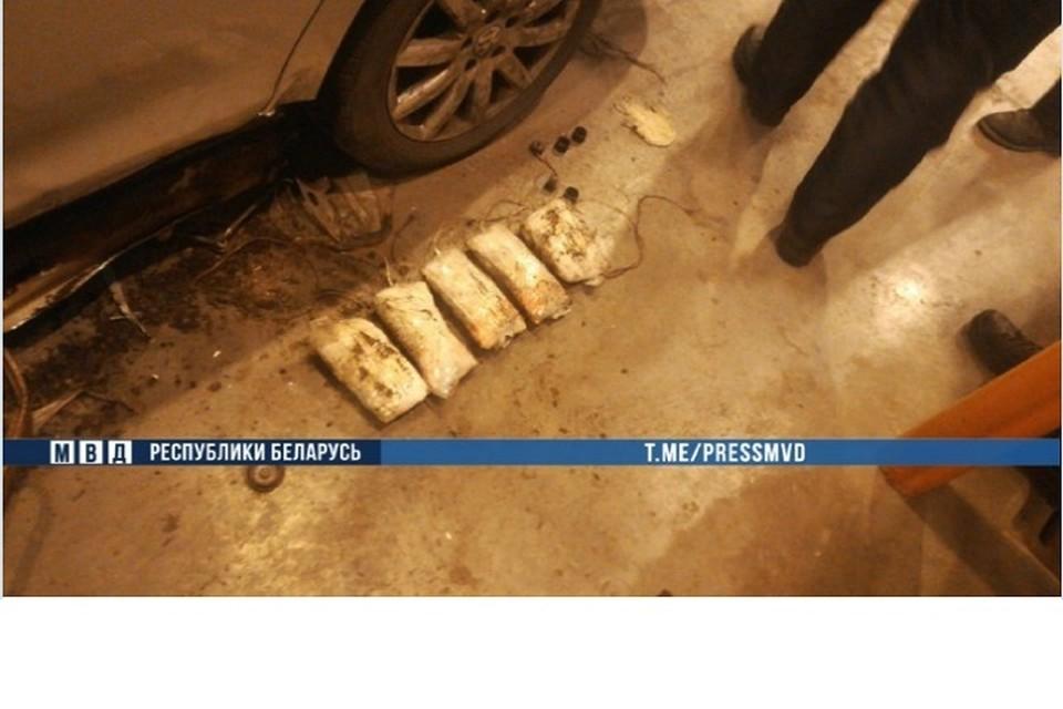 В машине задержанного было 6 кило героина. Фото: МВД.