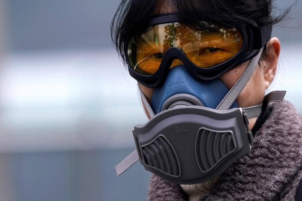 Противовирусная защита жительницы Шанхая.