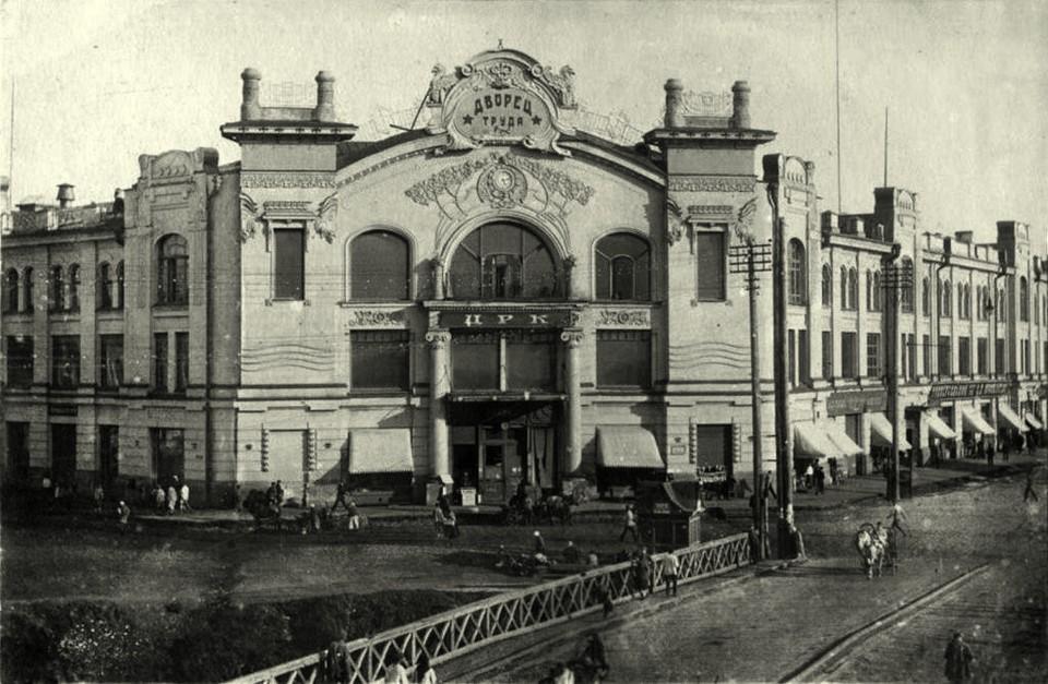 Историческое фото пассажа Второва