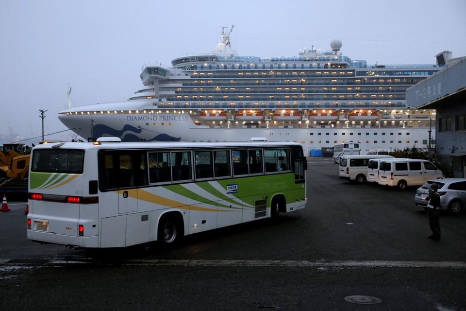 14-дневный карантин на круизном лайнере Diamond Princess, который находится у берегов японской Йокогамы, заканчивается 19 февраля.
