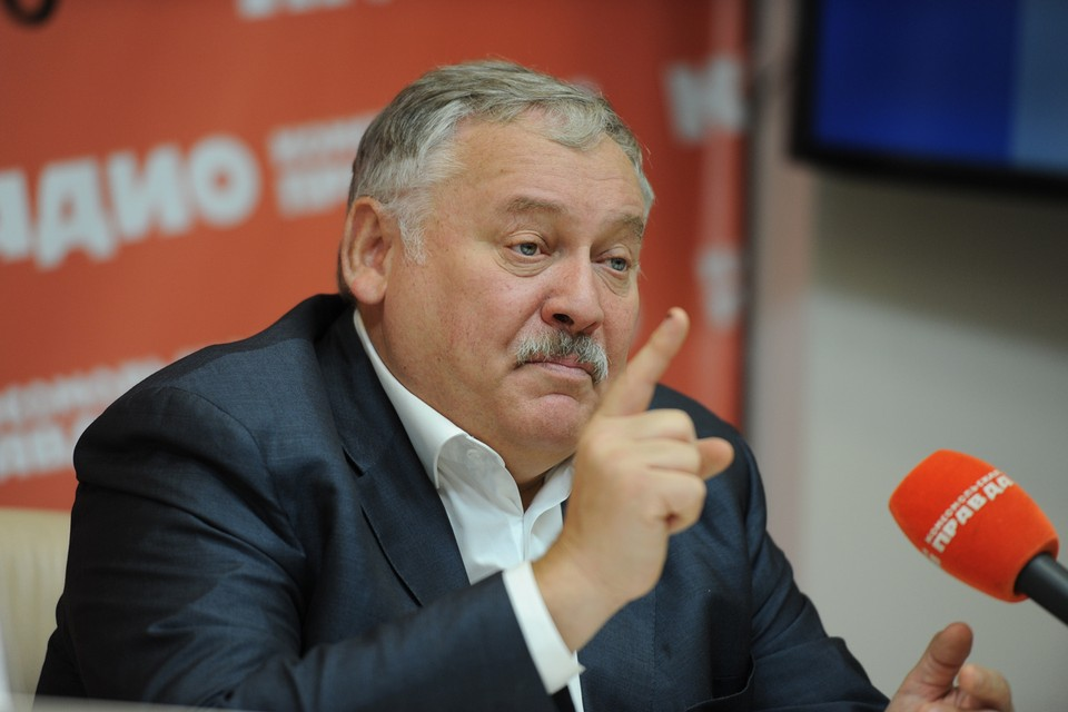 Первый зампред комитета Госдумы по делам СНГ объяснил свои предложения о двух поправках в основной закон страны