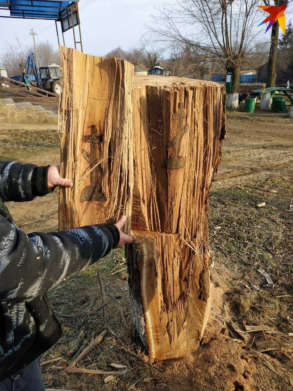 Жители хутора не стали убирать этот ствол, оставили его на месте