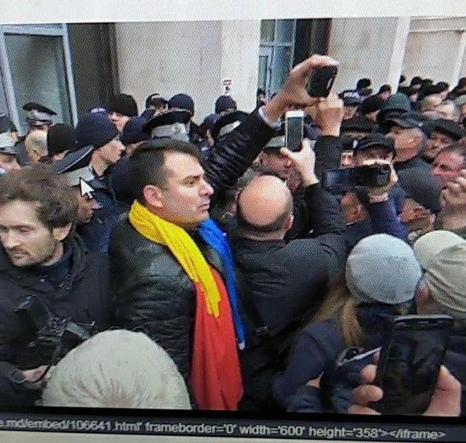 В Кишиневе протестующие комбатанты, поддерживаемые унионистами, разбили стекло в здании правительства