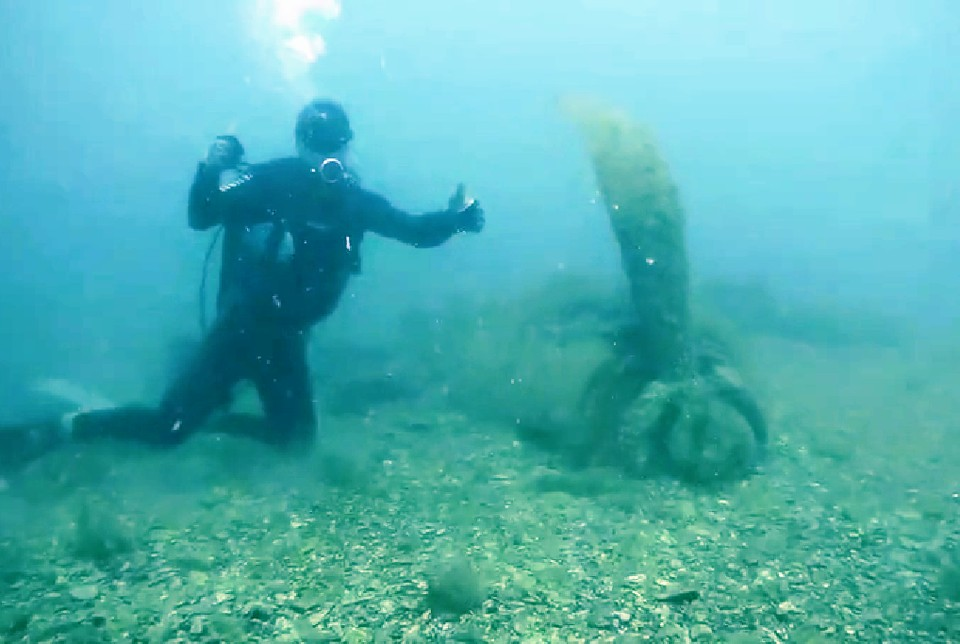 Штурмовик лежал под водой на глубине 15 метров. Фото: kubpoisk.ru