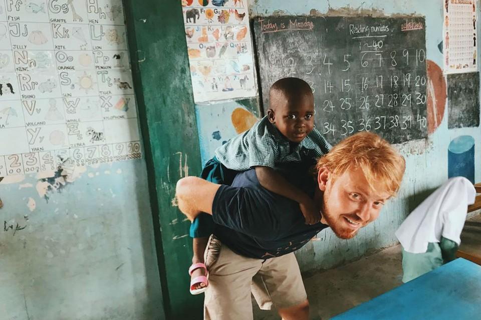 Сибиряк бесплатно обучает детей в Африке и мечтает построить для них школу. Фото: Инстаграм mr.bogatov.