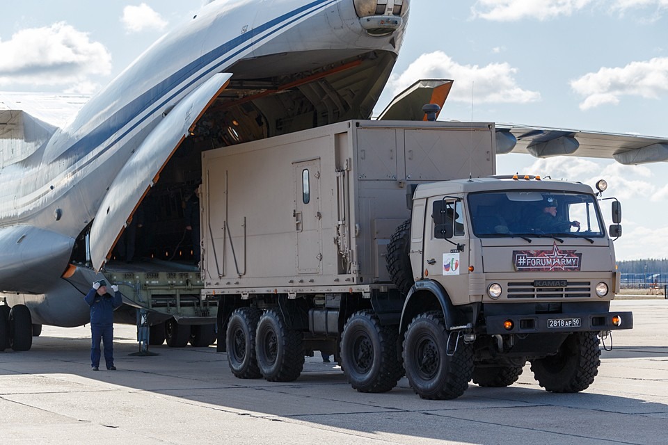 Самолет доставит на авиабазу ВВС Италии «Практик де Маре» передовую группу военных медиков и медицинское оборудование