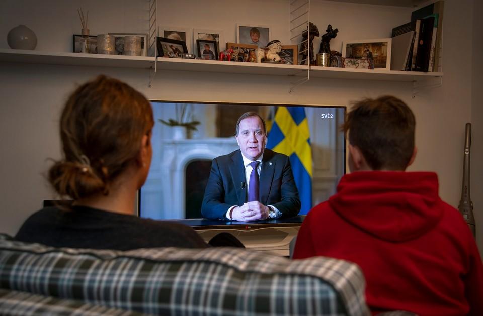 Премьер-министр Швеции Стефан Лёфвен обратился к стране с телеобращением.