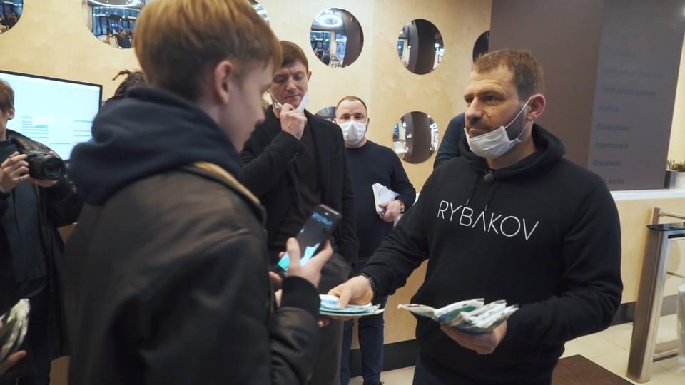 Получить маску можно на ресепшене SOK Арена Парк
