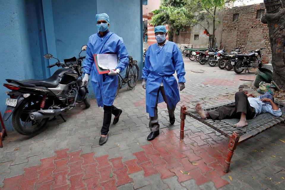 Опасаясь «чумы 2020 года», Индия закрыла внешние и внутренние граница и ввела 21-дневный карантин.
