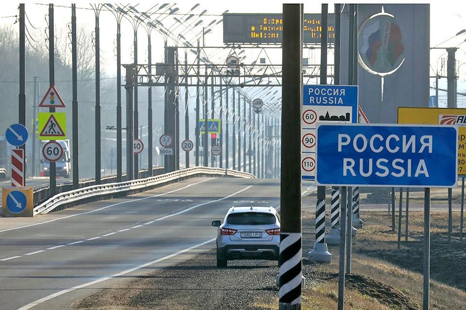 Все границы России закрываются на въезд и выезд.