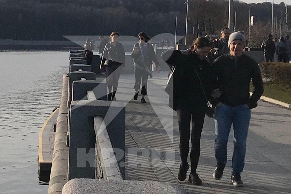 Андрей Аршавин прогулялся по набережной с новой девушкой.
