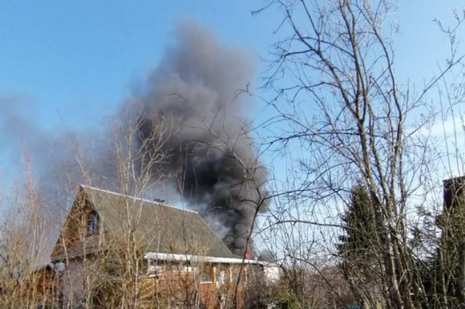 Дачный дом в Ленобласти сгорел через полчаса после уезда хозяев