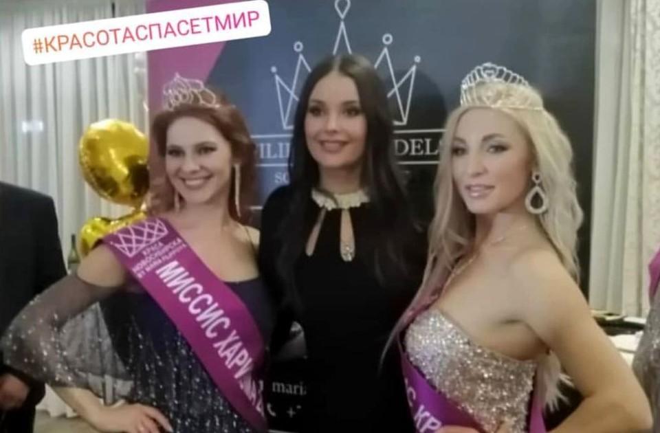 Оксана Федорова позировала с участницами. Фото: www.instagram.com/krasanovosibirska/