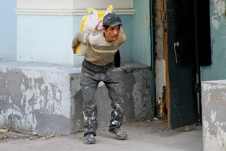 Уже в ближайшее время перекрытые миграционные потоки могут резко повысить спрос на низкоквалифицированных специалистов, которых страны импортировали из соседних государств