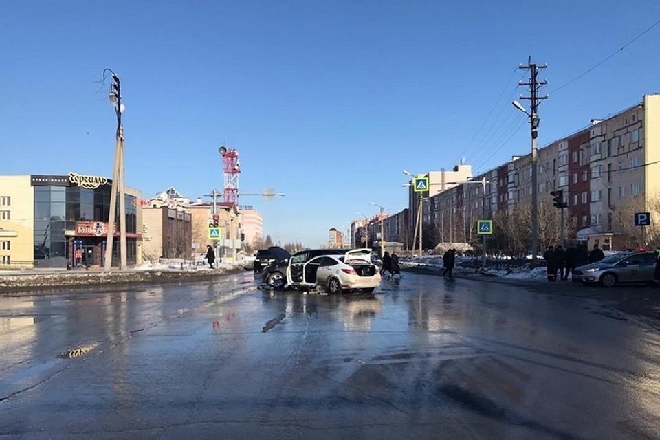 В ДТП в Новом Уренгое пострадали водитель и пассажир иномарки Фото: Госавтоинспекция Ямала