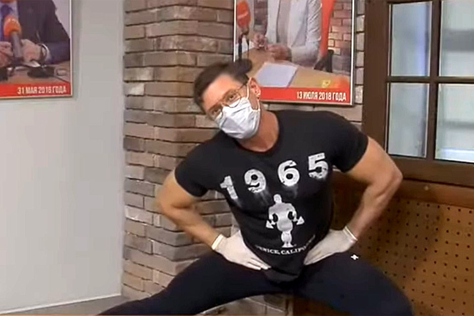 Фитнес-эксперт, блогер Дмитрий Путылин показывает простые, но эффективные упражнения для поддержания формы.