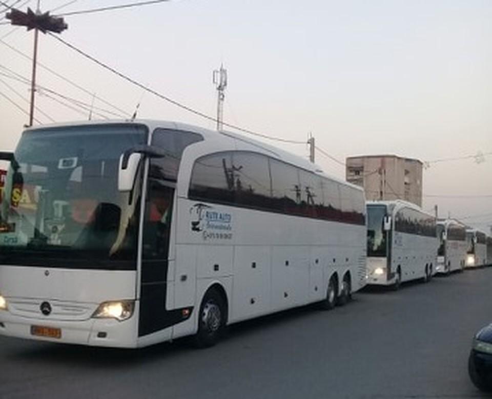 Несколько дней назад колонна пустых автобусов выехала из Молдовы. Фото читателя из Отачь.