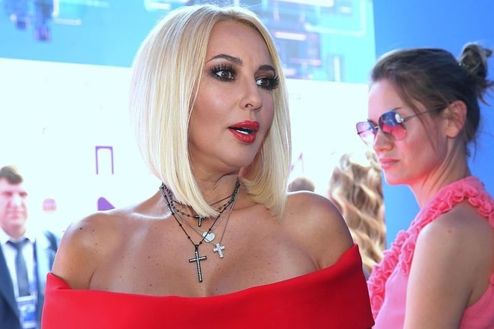 48-летняя телеведущая семь лет счастлива в браке с хоккеистом Игорем Макаровым