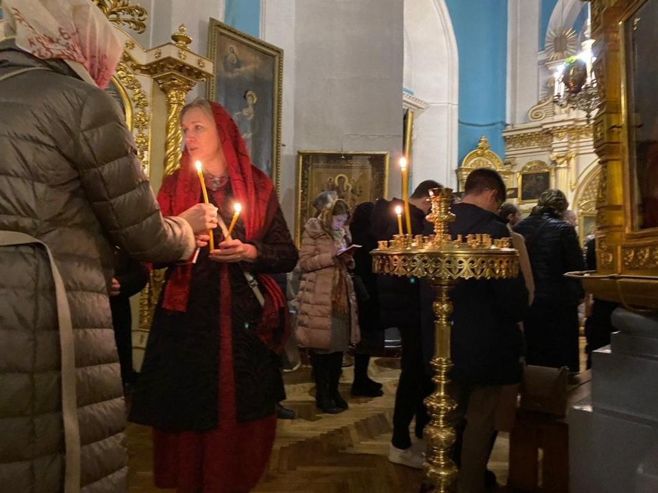 В Князе-Владимирском соборе собрались около 200 прихожан