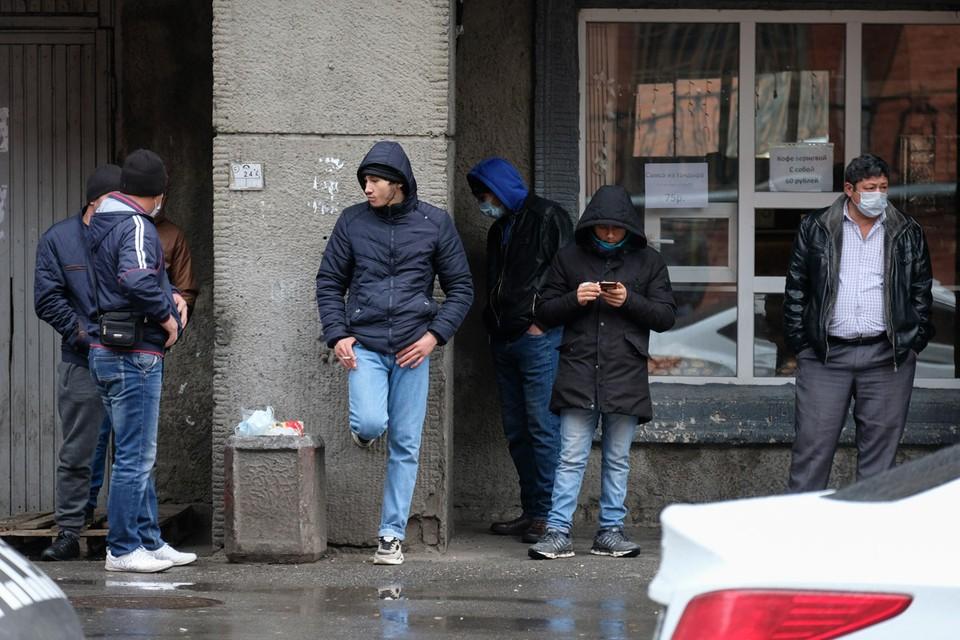 Идея законодательно приравнять иностранных работников к россиянам для того, чтобы они могли на равных получать пособия по безработице, нереальна.