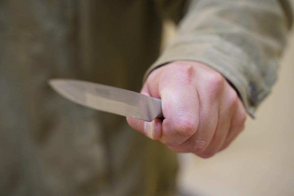64-летний отец зарезал жену, дочь и сына, после чего попытался покончить с собой