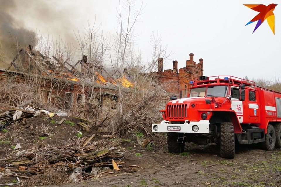 Производственный корпус (1876 г.п.) усадебного комплекса фон Дервиза в Старожилове сгорел наполовину.