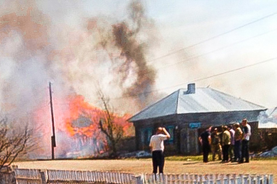 """18 домов сгорело в селе в Кузбассе. Фото: """"Инцидент Кузбасс""""/ Instagram"""